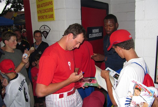5 - signing in the concourse.jpg