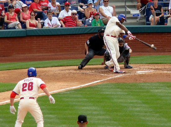 17 - ryan howard line single in 4th 5-1-10.jpg
