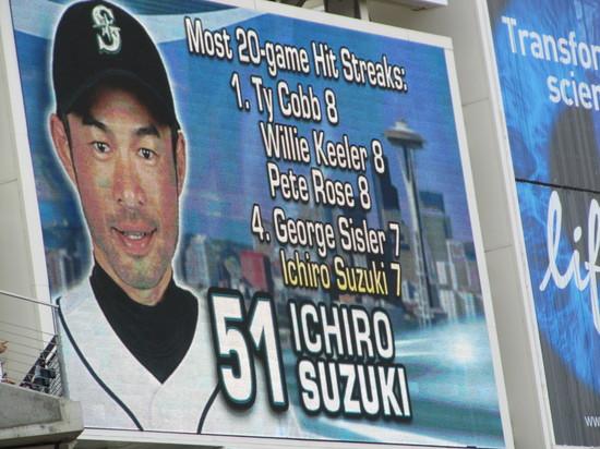 24 - Ichiro hit streaker.JPG