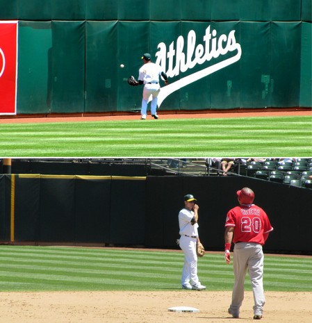 25 - juan rivera doubles to LF in 5th.jpg