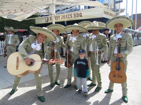 3 - tim y los mariachis.JPG