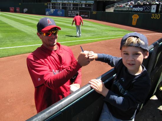 4 - Joel Piniero fist bump autograph.JPG