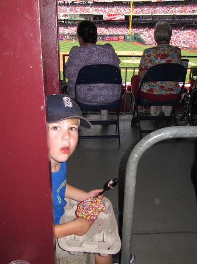 20 - makeshift ice cream seats.JPG
