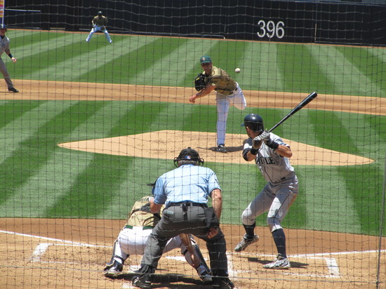 23 - Ichiro grounds out in 3rd 6-13-10.JPG
