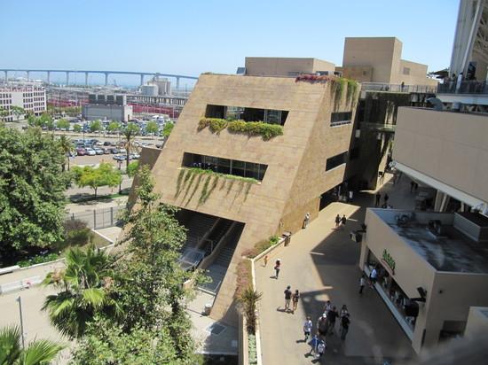 35 - petco architecture.JPG