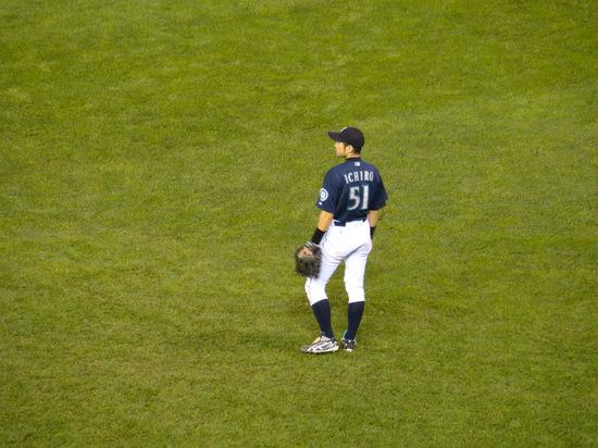 20a - Ichiro in RF.JPG
