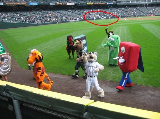 7 - mascots and mariners.JPG