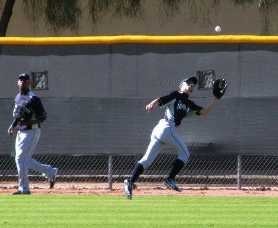 17 - Ichiro catch.JPG