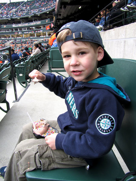 20 - first ice cream helmet of 2011.JPG