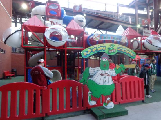 22-kids-playarea-phils-royals