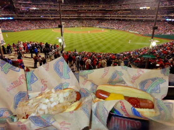 30-hot-dogs-in-cf-phils-royals