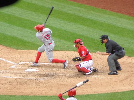 29-joey-votto-foul