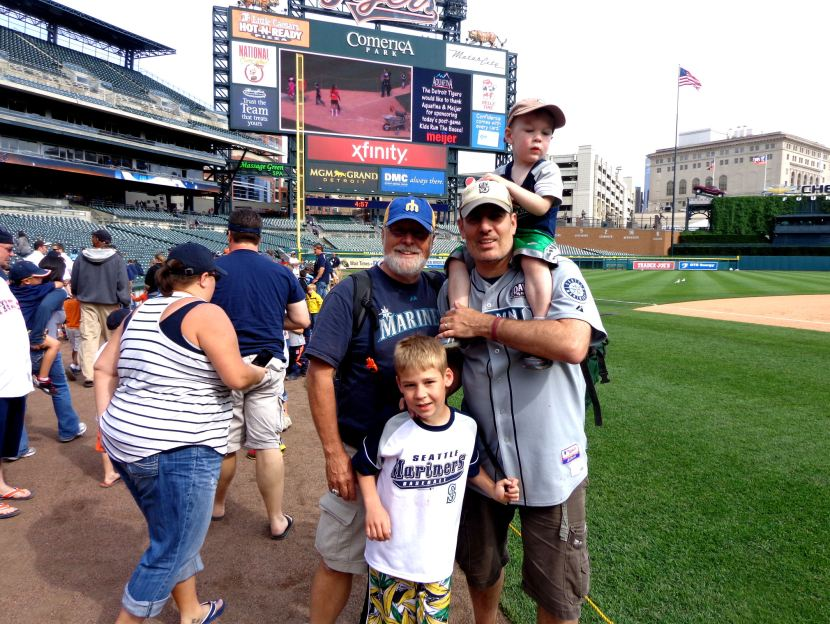 43-four-cooks-on-field-at-comerica