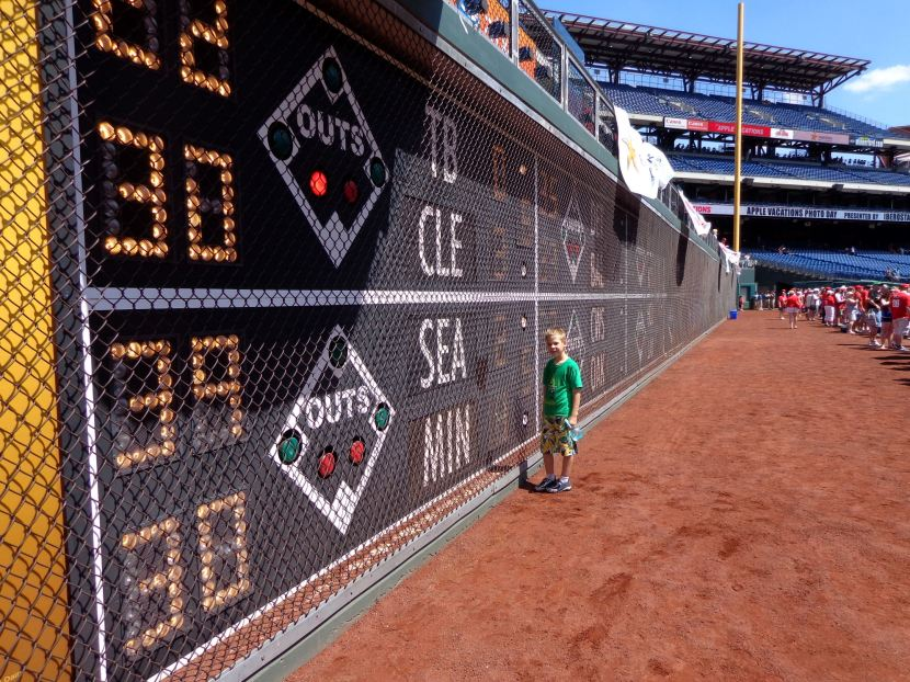 12-mariners-on-out-of-scoreboard